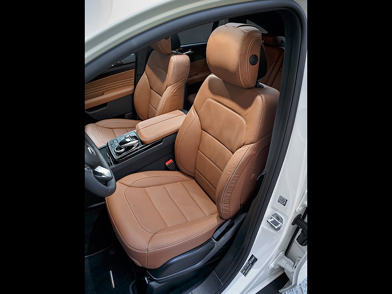 Mercedes-Benz GLE Coupe 2016 передние кресла