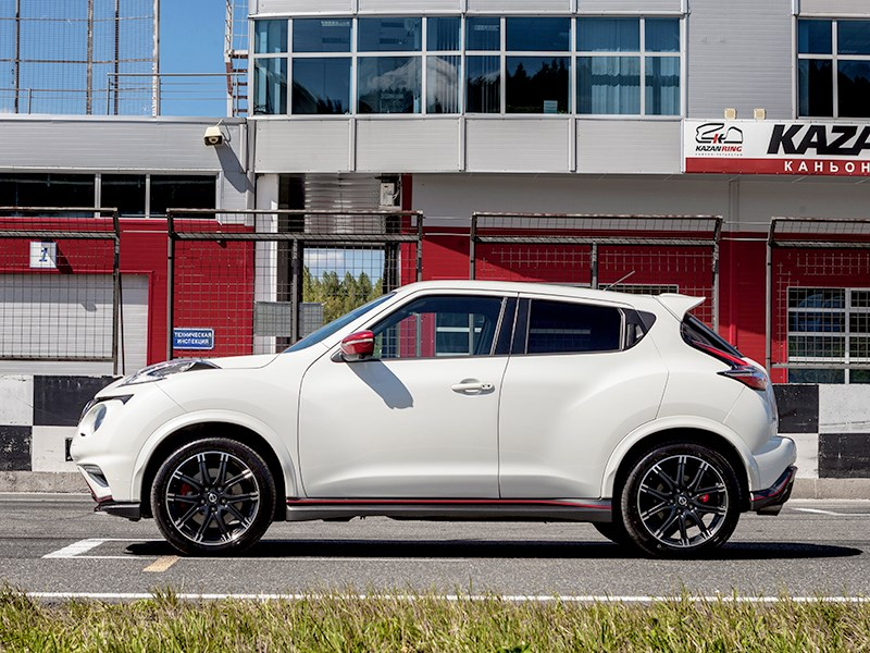 Nissan Juke Nismo RS 2015 вид сбоку