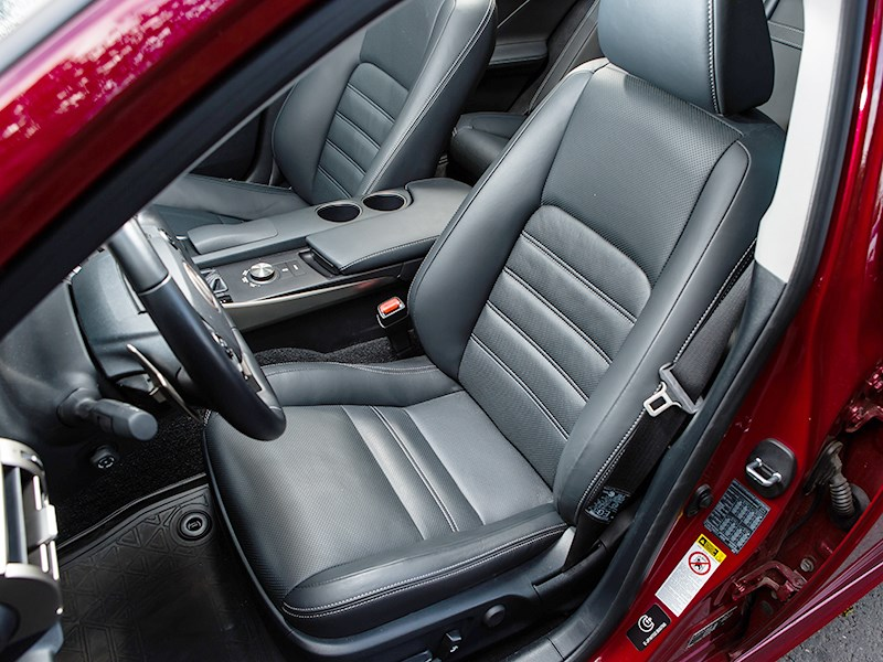 Lexus IS 2014 передние кресла