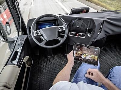 Больше половины автомобилистов готовы доверить управление автомобиля электронике
