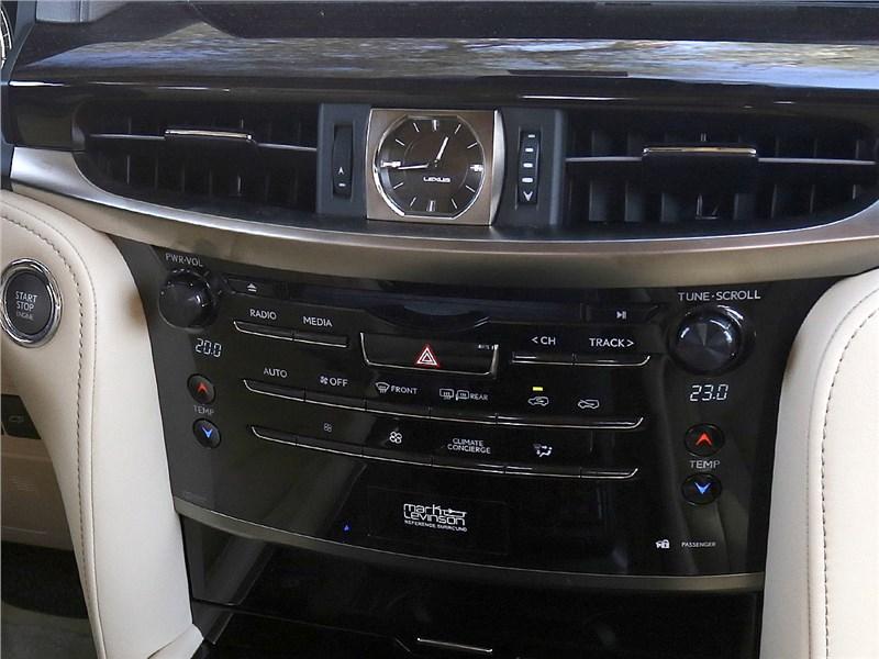 Lexus LX 2016 центральная консоль