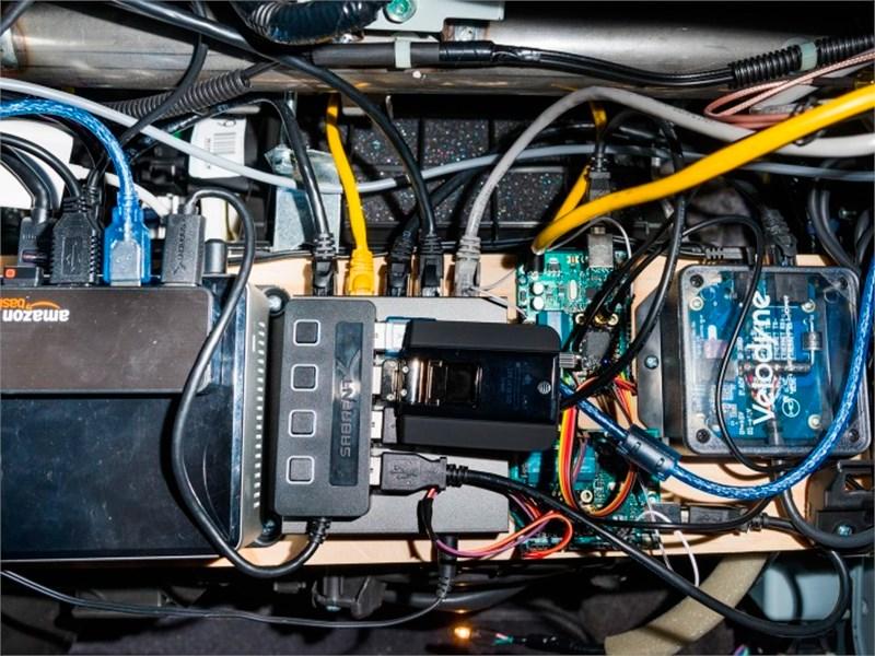 Хакер собрал беспилотный автомобиль «на коленке»