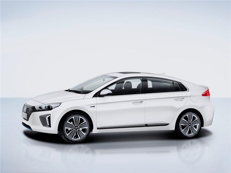 Hyundai Ioniq 2016 вид сбоку