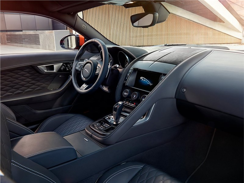 Jaguar F-Type SVR Coupe 2016 салон