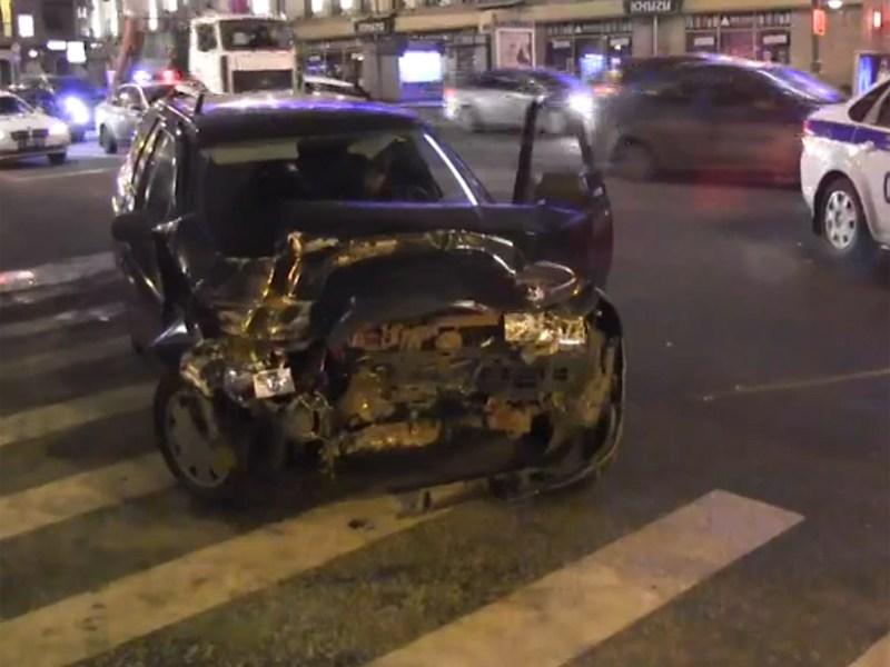 В центре Москвы произошло ДТП с участием ведомственных авто