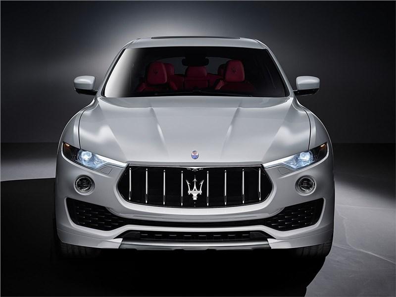 Maserati Levante 2017 вид спереди