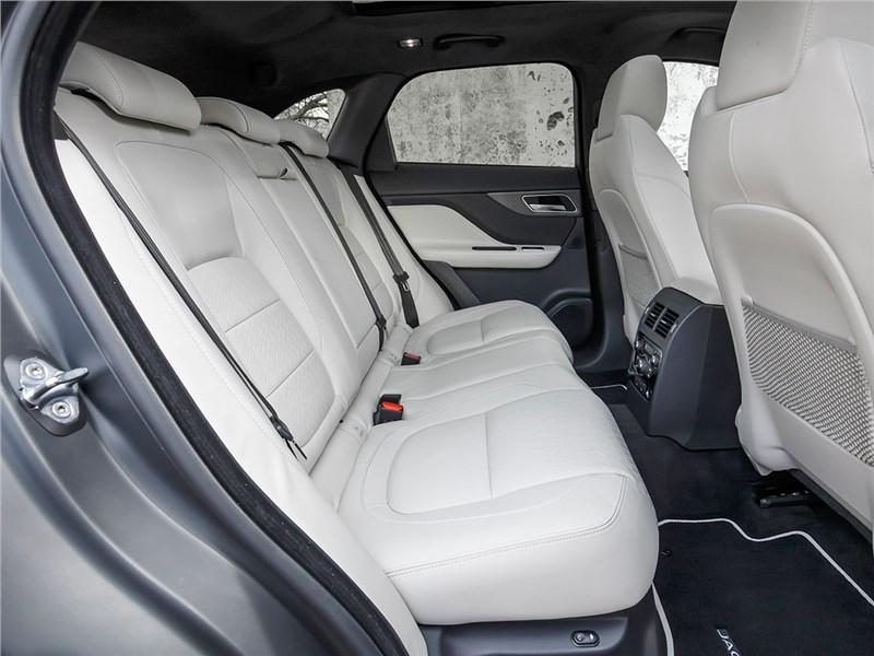 Jaguar F-Pace 2016 задний диван