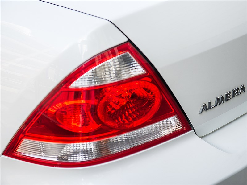Nissan Almera Classic 2006 задний фонарь