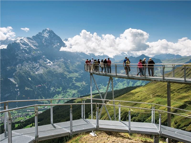 В хорошую погоду с перевала юнгфрауйох можно увидеть и германию, и часть французских альп