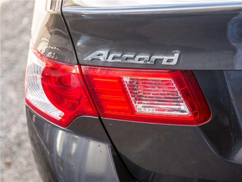 Honda Accord 2008 задний фонарь
