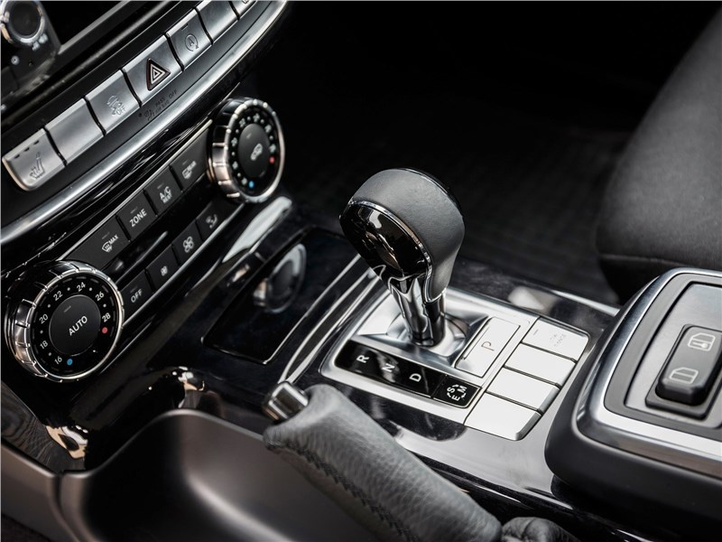 Mercedes-Benz G350d Professional 2017 управление трансмиссией