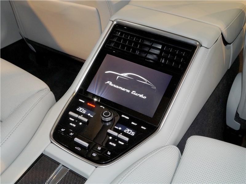 Porsche Panamera 2017 консоль для пассажиров