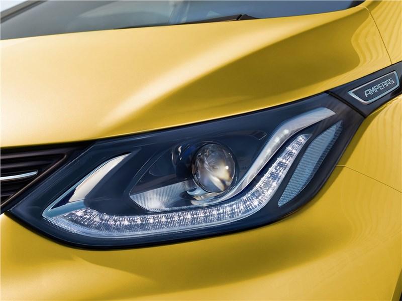 Opel Ampera-e 2017 передняя фара