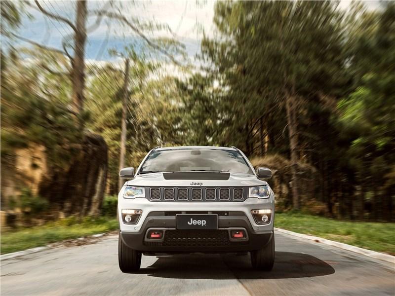 Jeep Compass 2017 вид спереди
