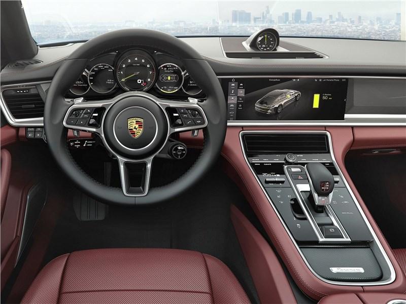 Porsche Panamera Executive 2017 салон
