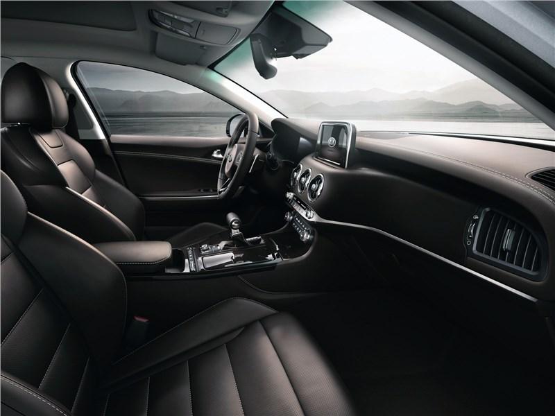 Kia Stinger 2017 передние кресла