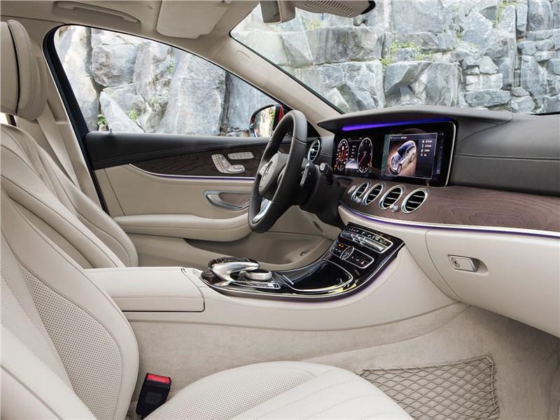 Mercedes-Benz E-Klasse All-Terrain 2017 передние кресла