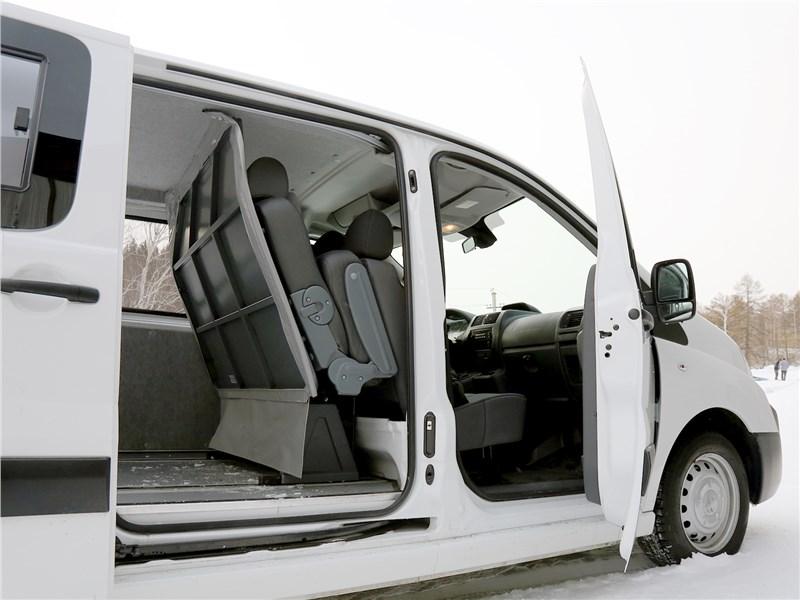 Peugeot Expert Profi Transformer 2014 вид сбоку с открытыми дверями