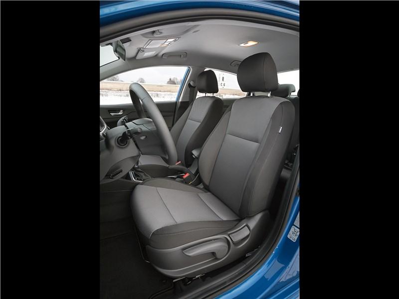 Hyundai Solaris 2017 передние кресла