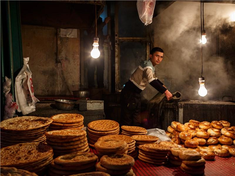Лепешки и булочки у этого уйгура оказались очень вкусными