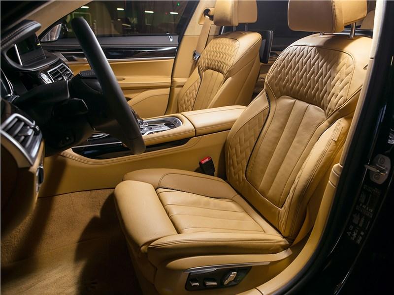 BMW 740Ld xDrive 2016 передние кресла