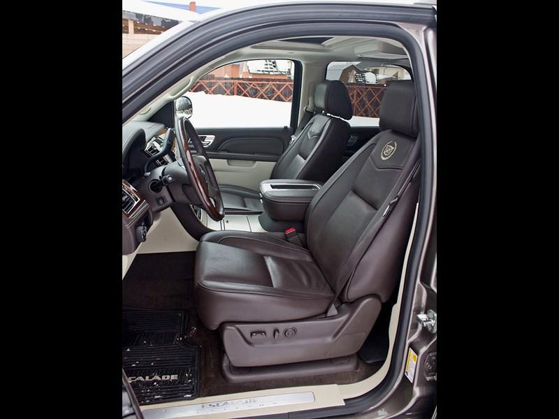 Cadillac Escalade 2009 передние кресла