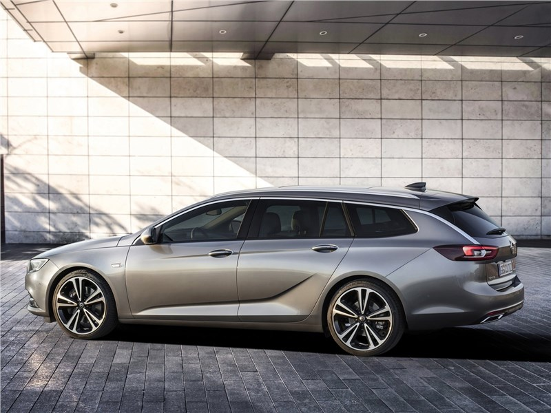 Opel Insignia Sports Tourer 2018 вид сбоку