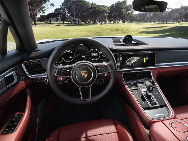 Porsche Panamera Sport Turismo 2018 водительское место