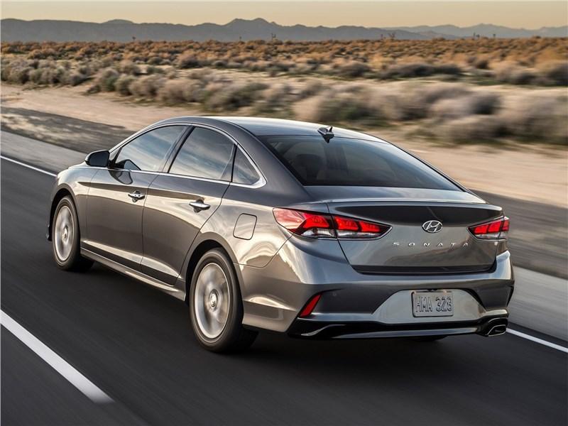 Hyundai Sonata 2018 вид сзади