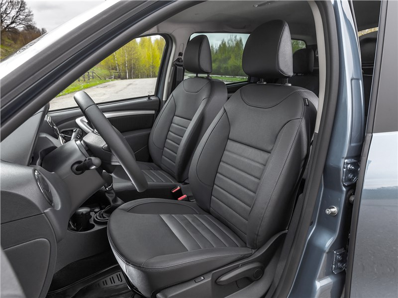 Nissan Terrano 2016 передние кресла
