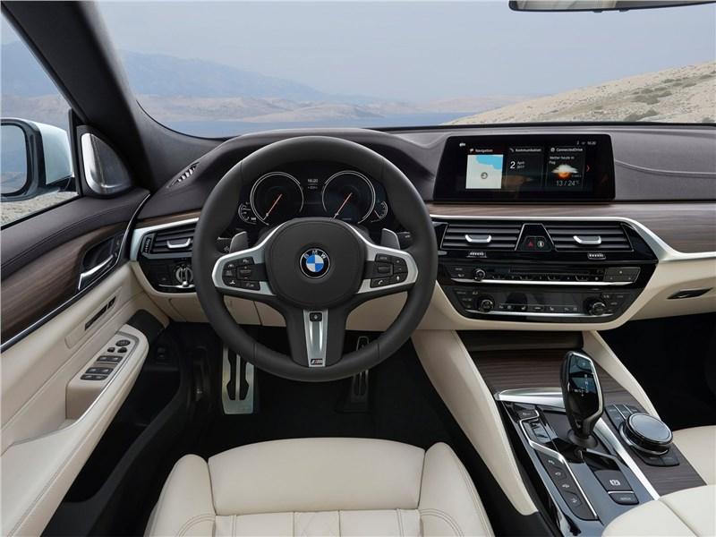 BMW 6-Series Gran Turismo 2018 салон