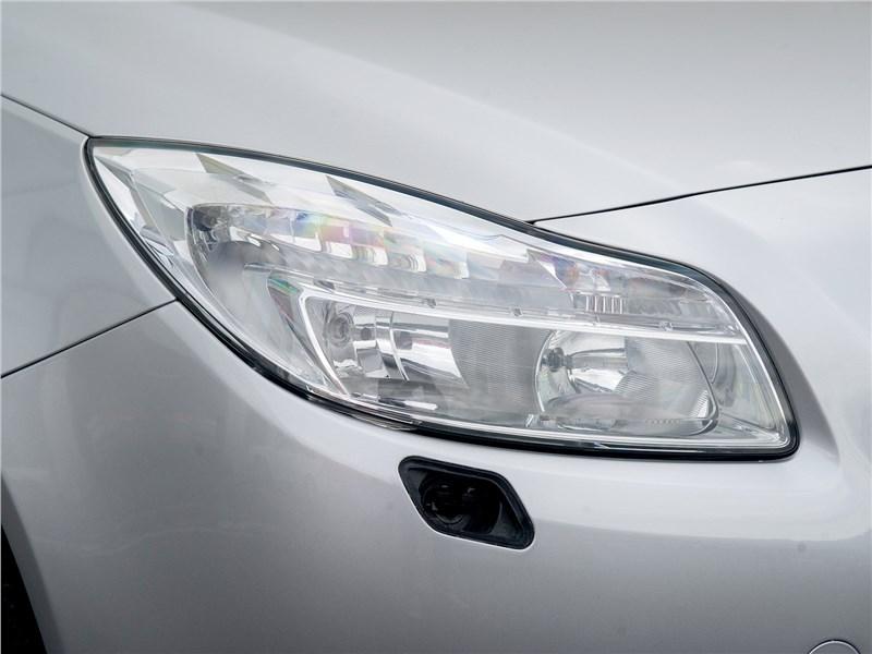 Opel Insignia 2009 передняя фара