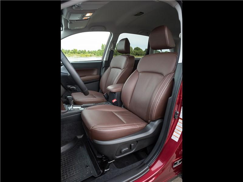 Subaru Forester 2016 передние кресла