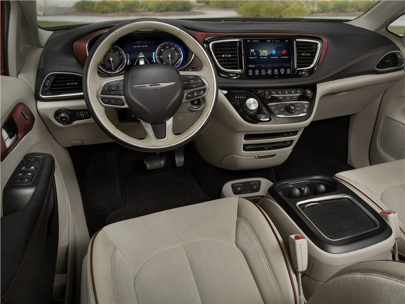 Chrysler Pacifica 2017 салон