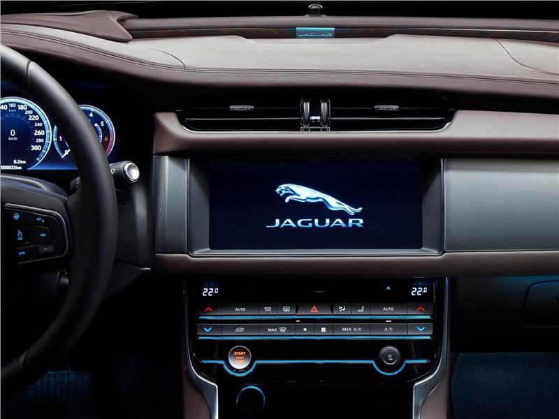 Jaguar XFL 2017 центральная консоль