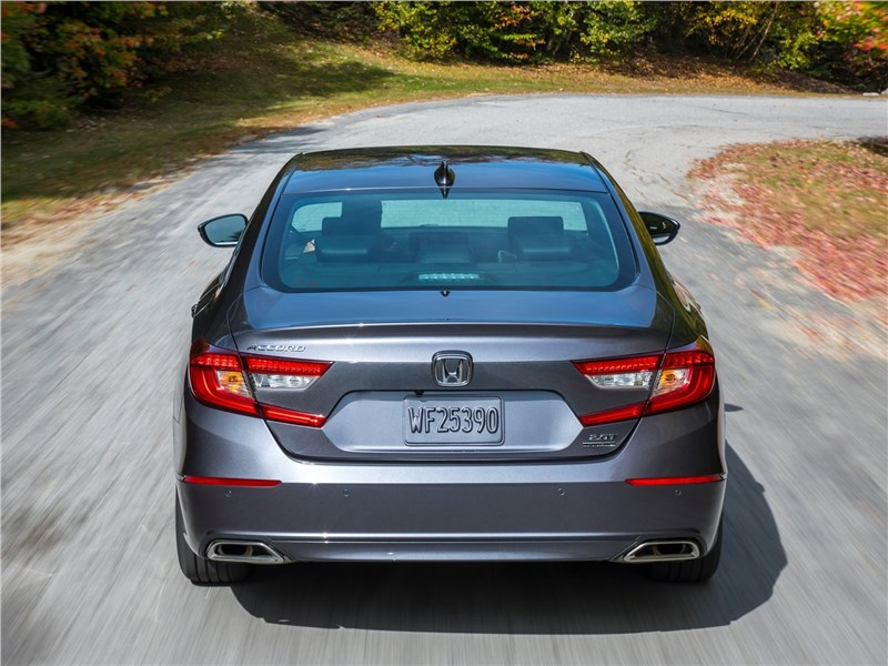 Honda Accord 2018 вид сзади