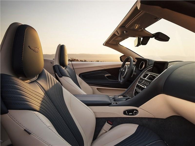 Aston Martin DB11 Volante 2019 салон