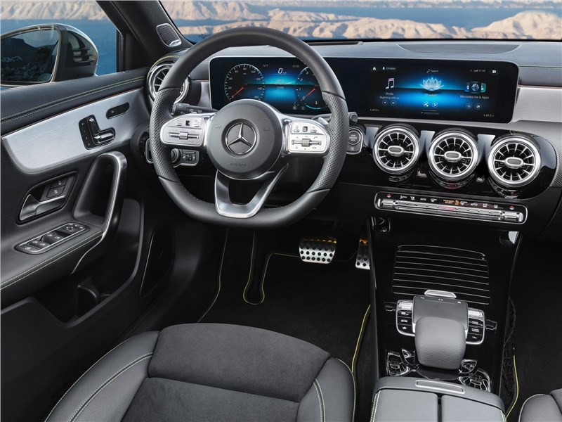 Mercedes-Benz A-Class 2019 салон