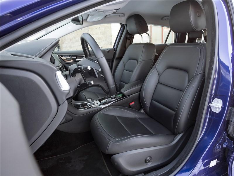 Infiniti QX30 2016 передние кресла