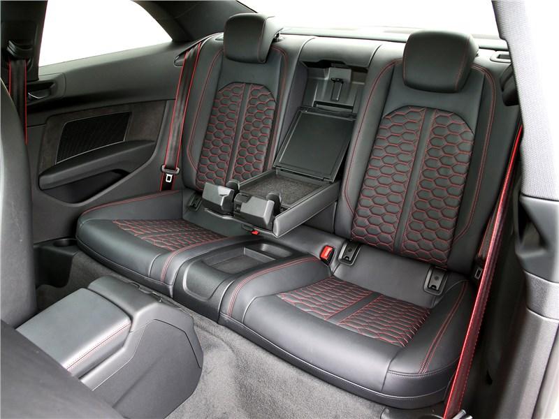 Audi RS5 2018 задний диван