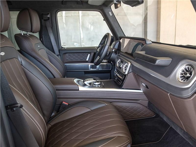 Mercedes-Benz G-Class 2019 передние кресла