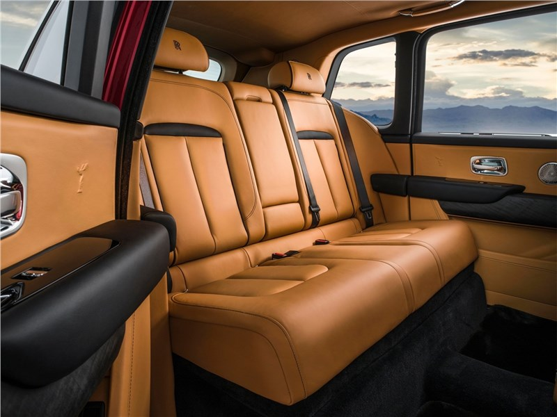 Rolls-Royce Cullinan 2019 задний диван