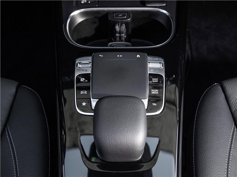 Mercedes-Benz A-Class 2019 тачпад