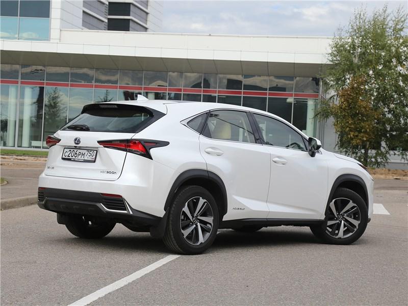 Lexus NX 2018 NX 300H вид сбоку