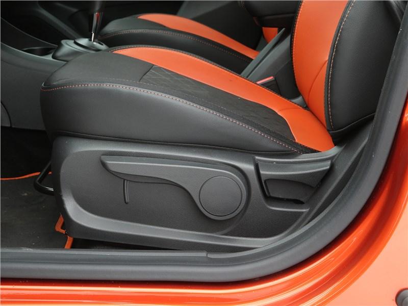 Lada Vesta SW Cross 2018 переднее кресло