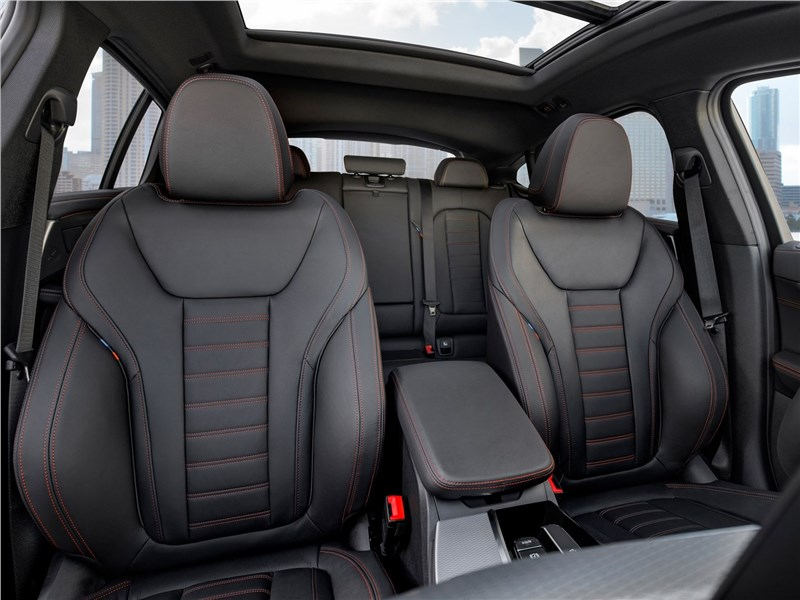BMW X4 M 2019 передние кресла