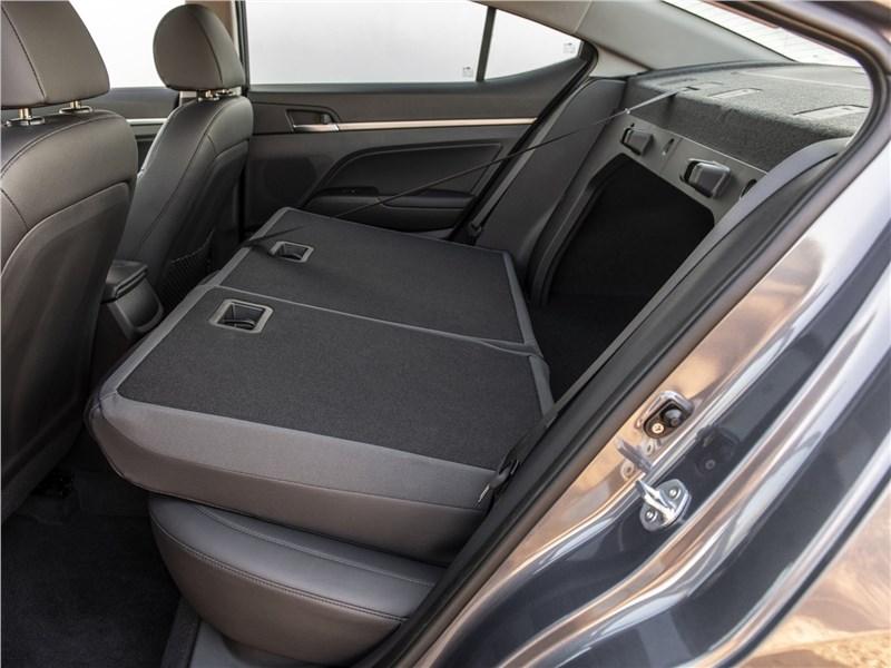 Hyundai Elantra 2019 задний диван