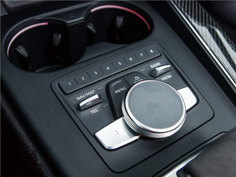 Audi RS4 Avant 2018 селектор интерфейса MMI