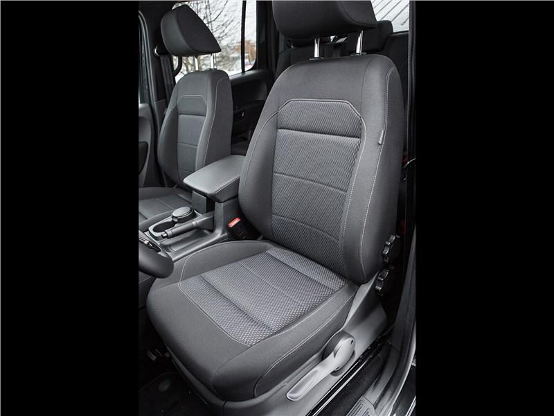Volkswagen Amarok Dark Label 2019 передние кресла