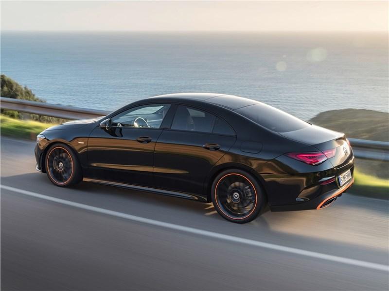 Mercedes-Benz CLA 2020 вид сбоку сверху